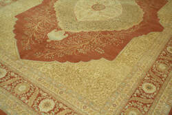 ORG 16/18 Antiqued V-1675 Brown Area Rug