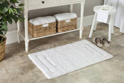 Safavieh Plush Master Bath PMB627W White / White Area Rug